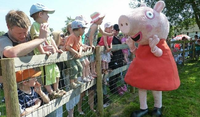 Peppa Pig visits Odds Farm Park